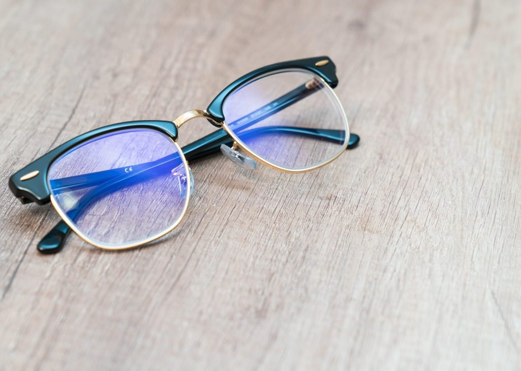 What Are the Benefits of Wearing Blue Light Blocking Glasses?