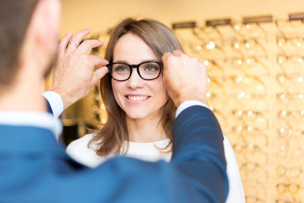 Read more on How to Find the Best Eyeglasses for Your Face Shape