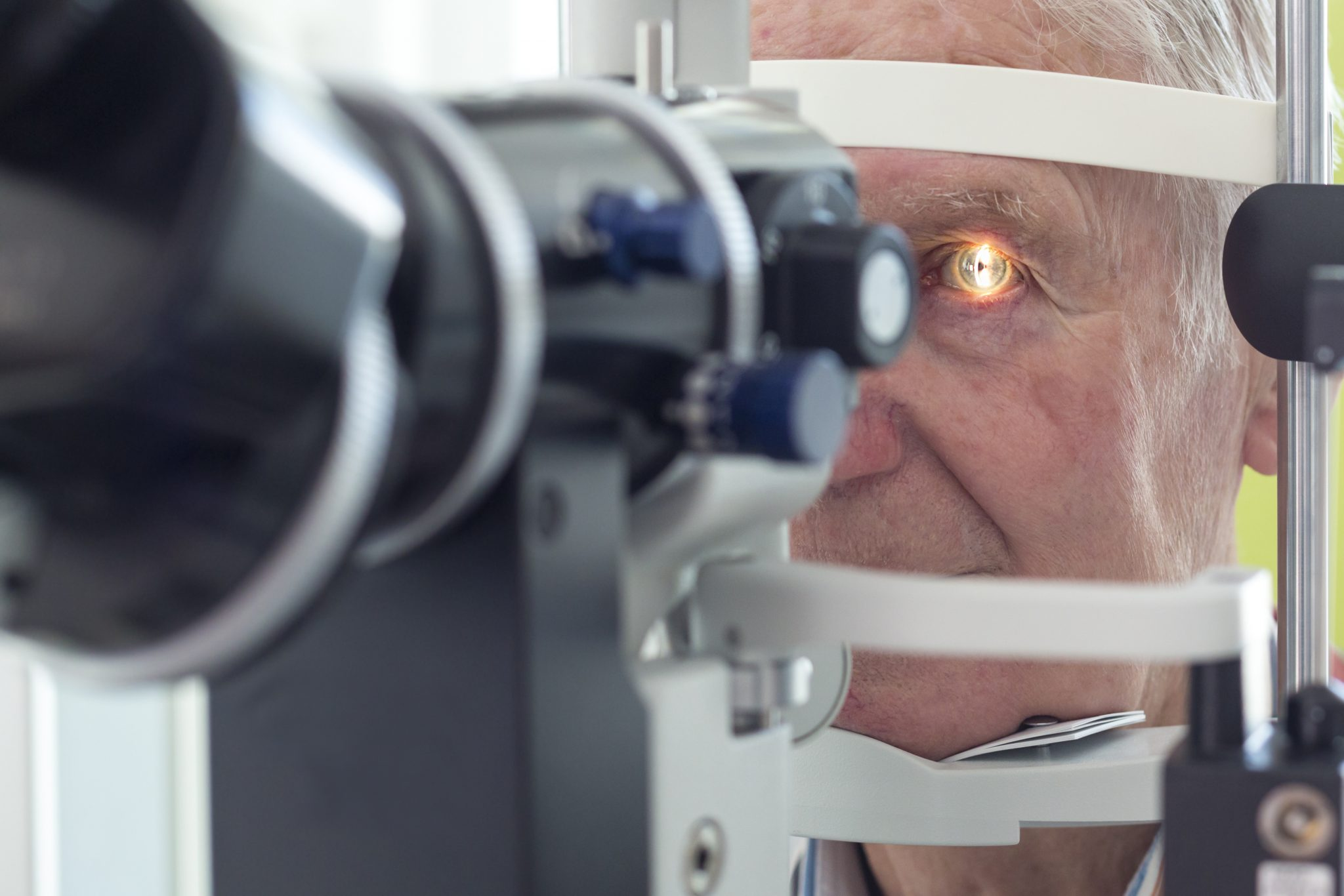 stem-cells-cure-cataracts-eye-exam