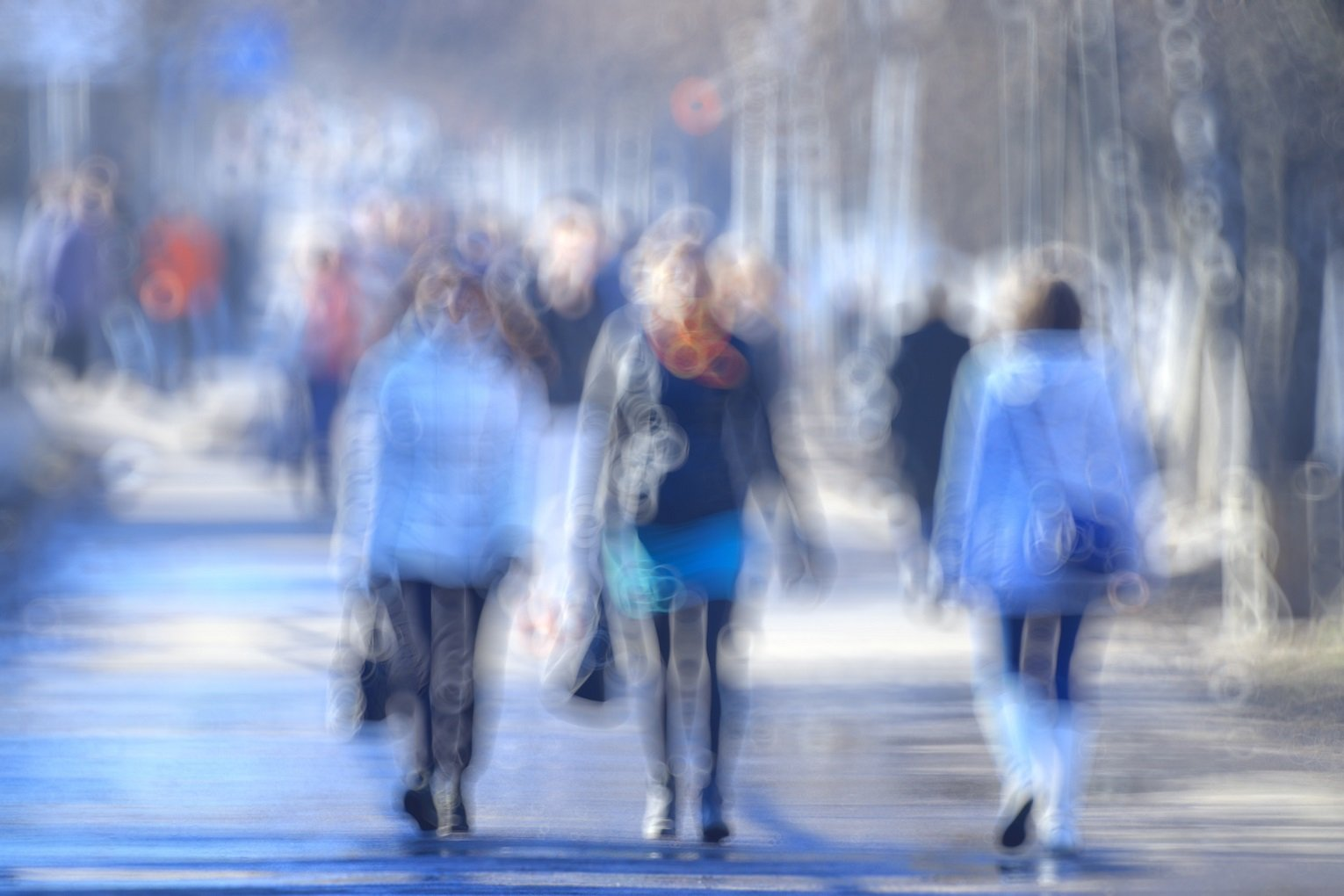 blurred background defocusing city people crowd the effects of wearing wrong prescription glasses